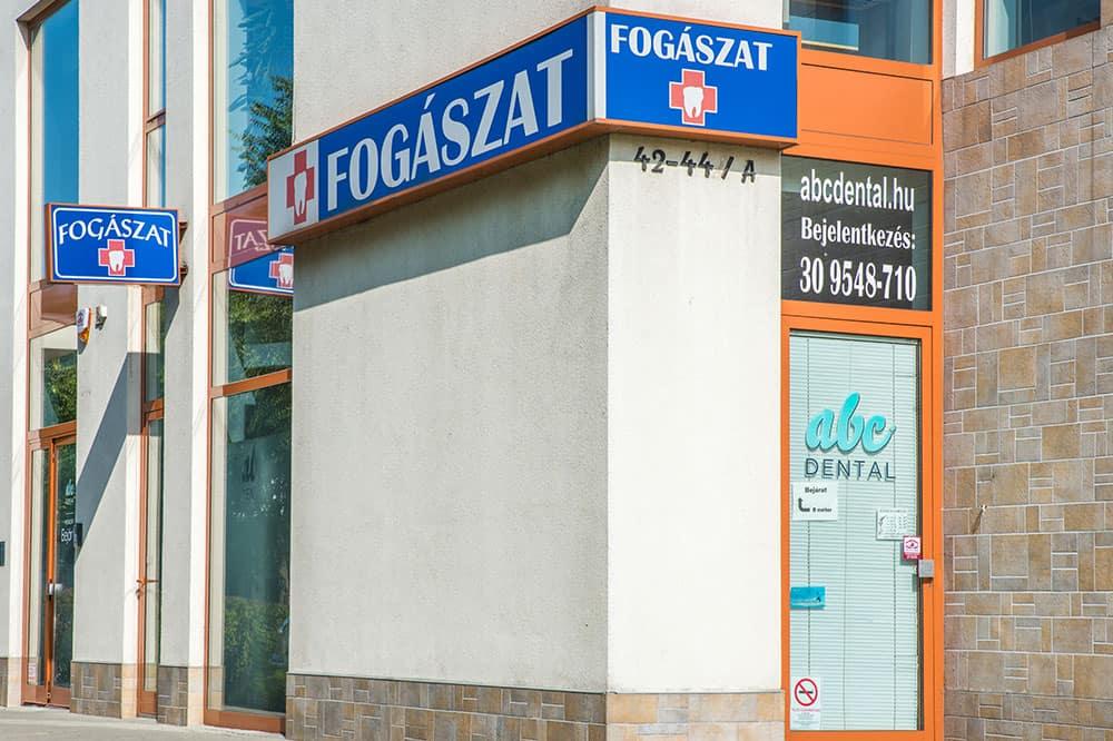 Kispesti fogászati rendelő bejárat