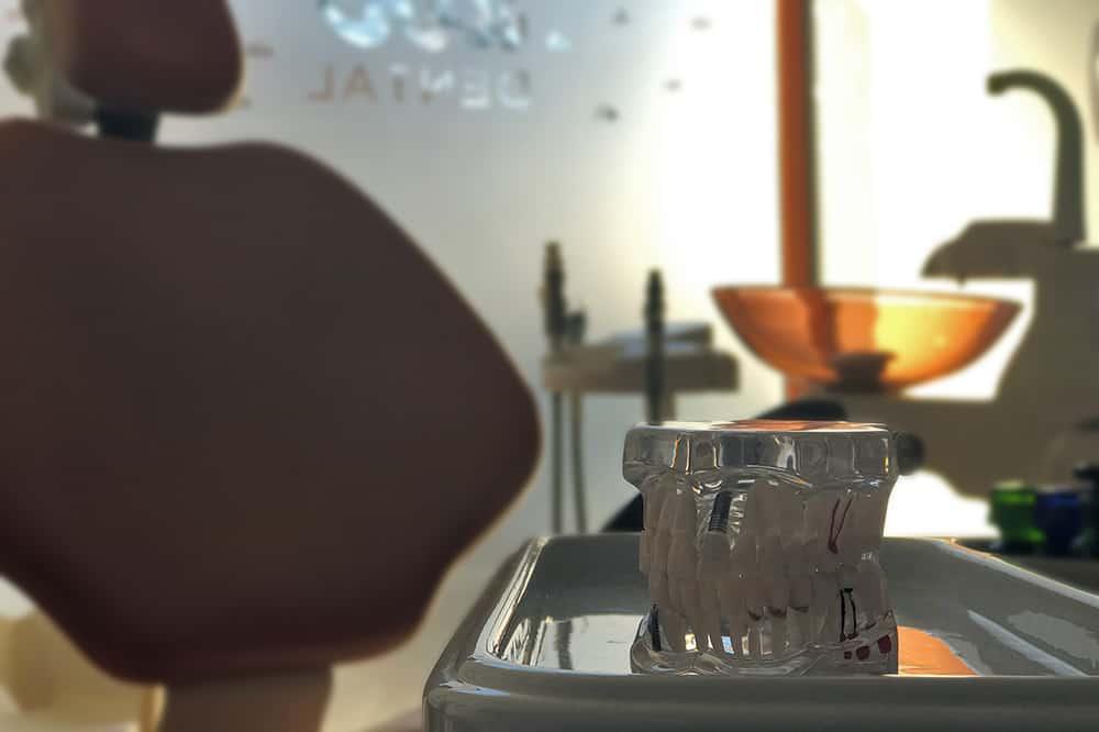 Kispesti rendelő kezelő egység 2 műanyag fogsor